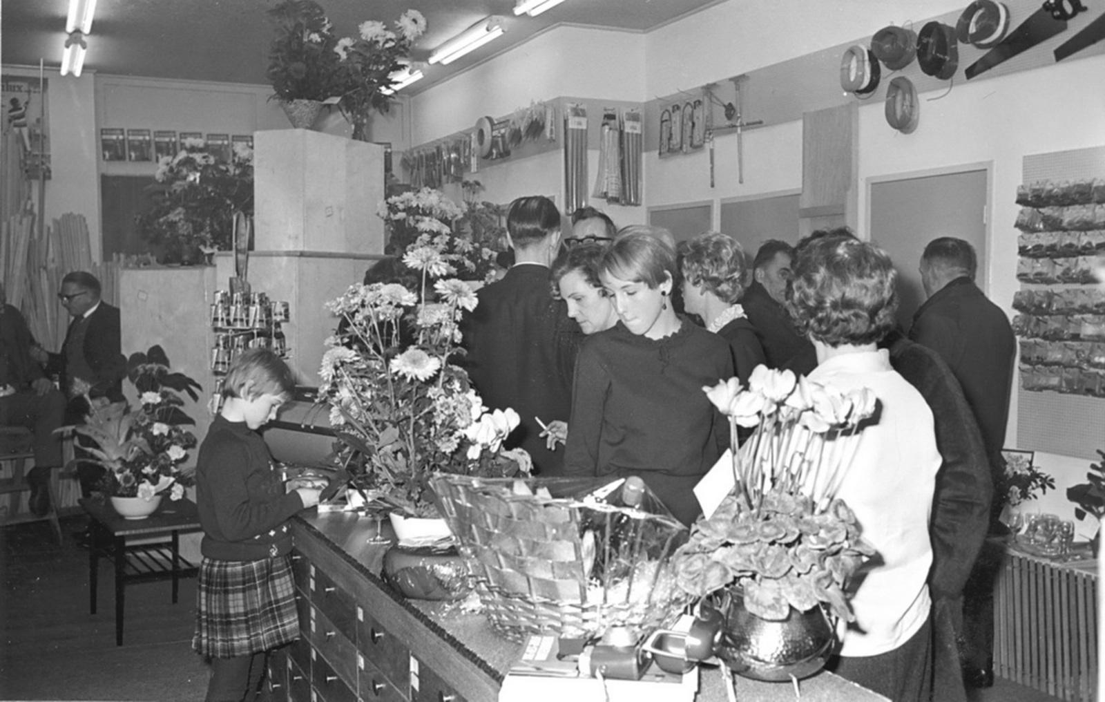 Marktlaan O 0024 1963 Opening Nieuwe Winkel v Scheppingen 01