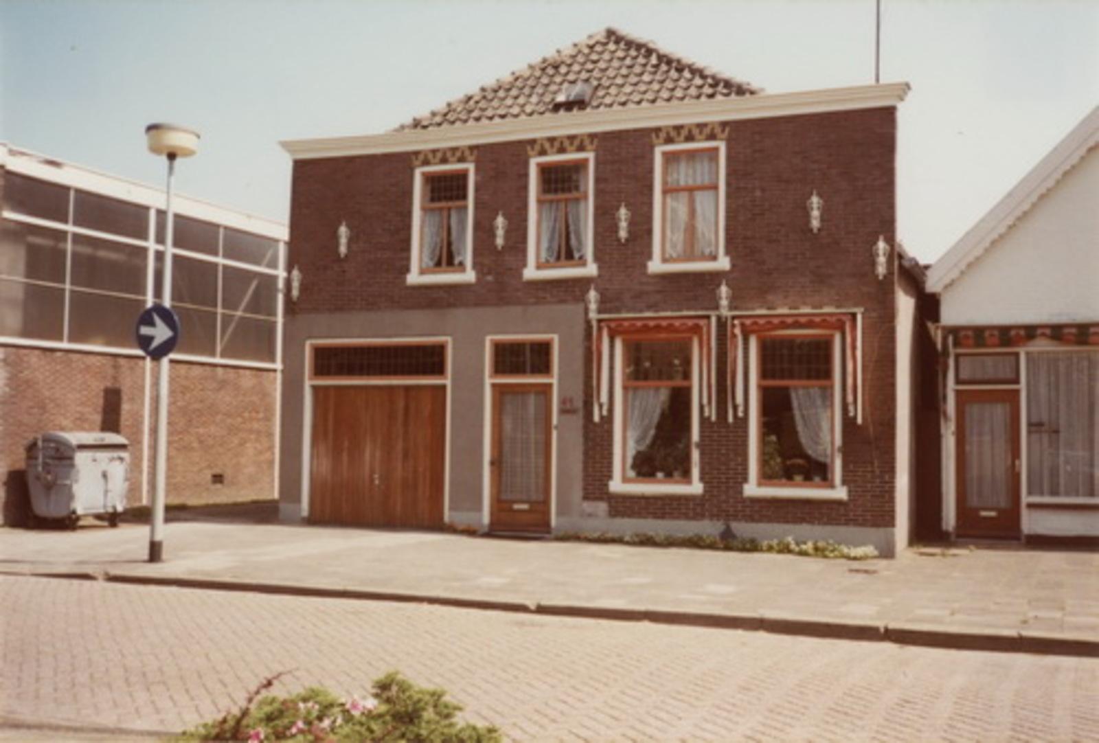 Marktplein N 0041 1983 huize fam E de Jonge