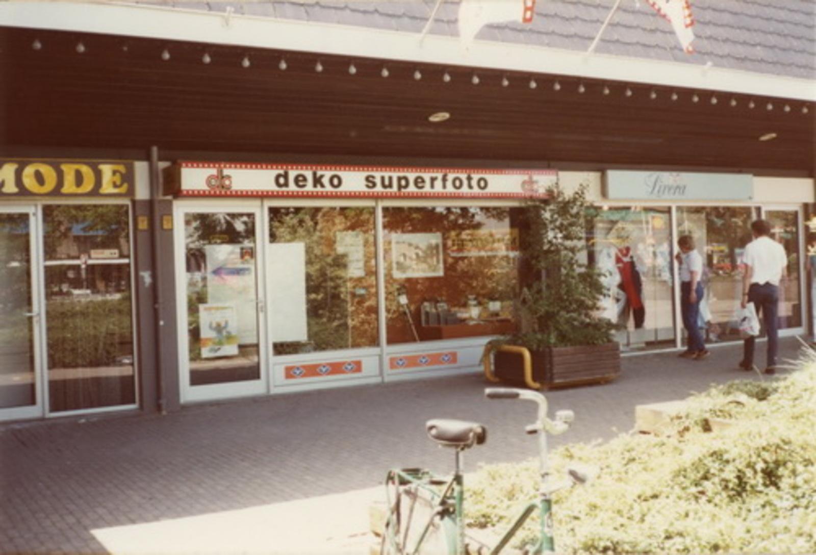 Marktplein Z 0040+ 1972+ Markthof 02 Fotozaak Deko