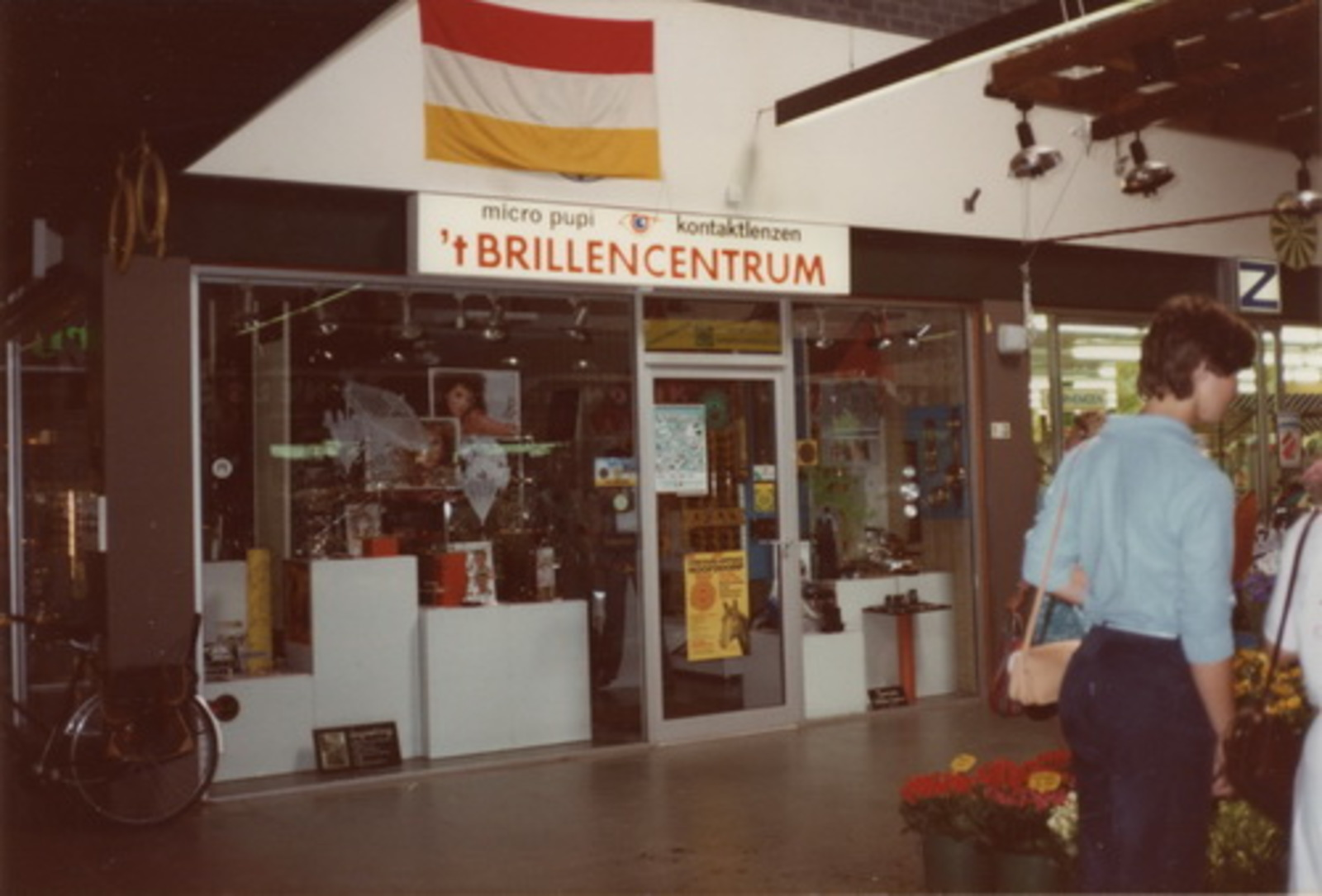 Marktplein Z 0040+ 1972+ Markthof 04 t Brillencentrum