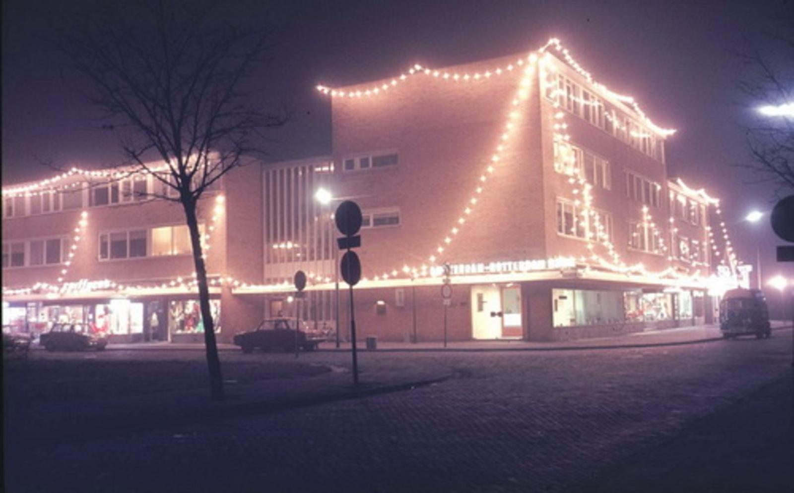 Marktplein Z 004_ 197_ Oude Winkelcentrum met Kerstverlichting