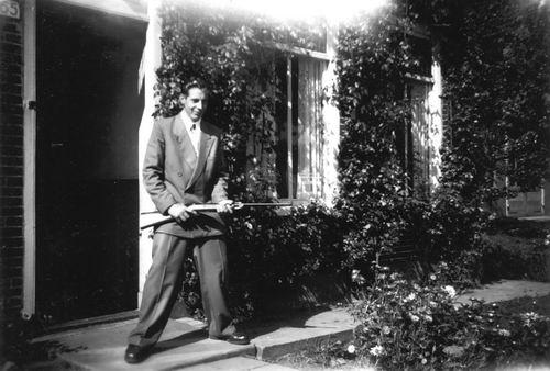 <b>ZOEKPLAATJE:</b>Meer Albertus vd 1935 19__ met Luchtbuks 01