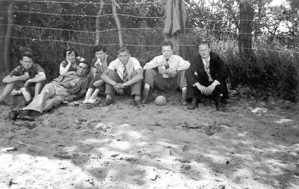 <b>ZOEKPLAATJE:</b>Meer Albertus vd 1935 19__ met Onbekenden 04