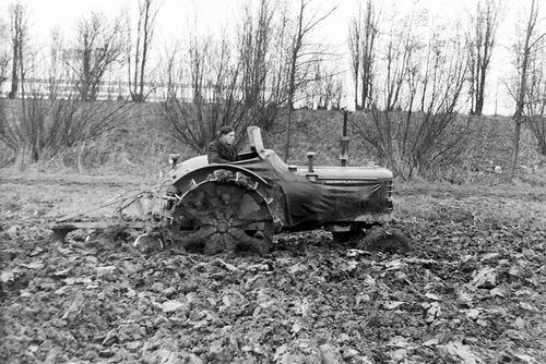 Meer Albertus vd 1935 19__ Ploegen in Houtrijkpolder