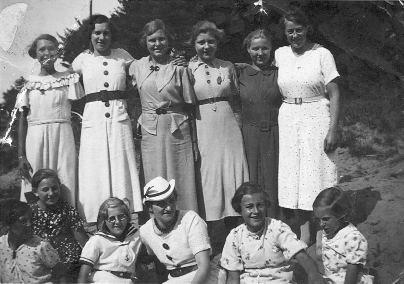Meisjes Vereniging IJweg Gebouwtje v Brouwer 1935 02