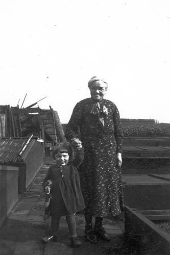 Mulder - Hartog Fijtje 1874 19__ met kleindochter Alie Boer 0
