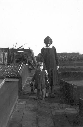 Mulder - Hartog Fijtje 1874 19__ met kleindochter Alie Boer 03