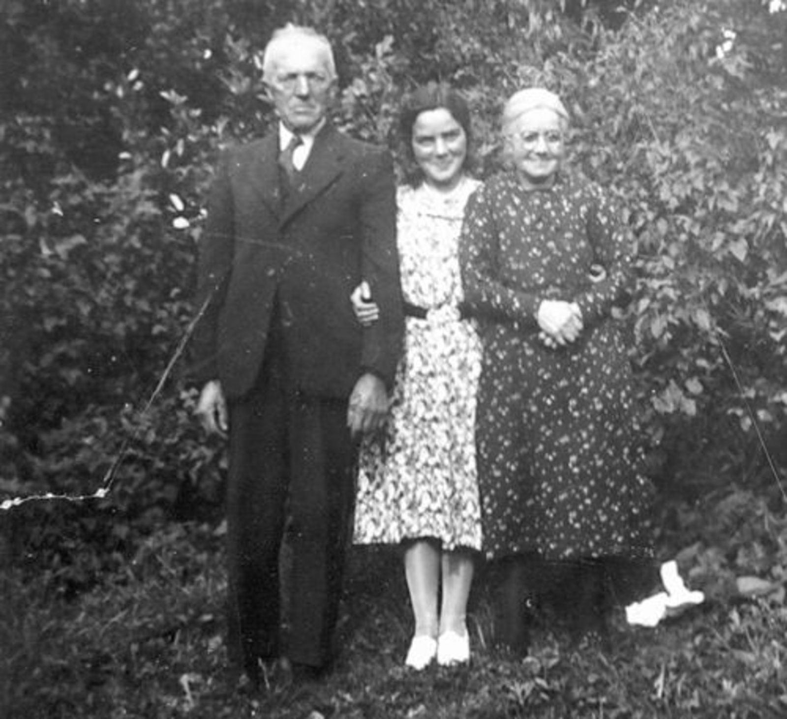 Mulder Teunis 1874± met vrouw Fijtje Hartog en dochter Wil