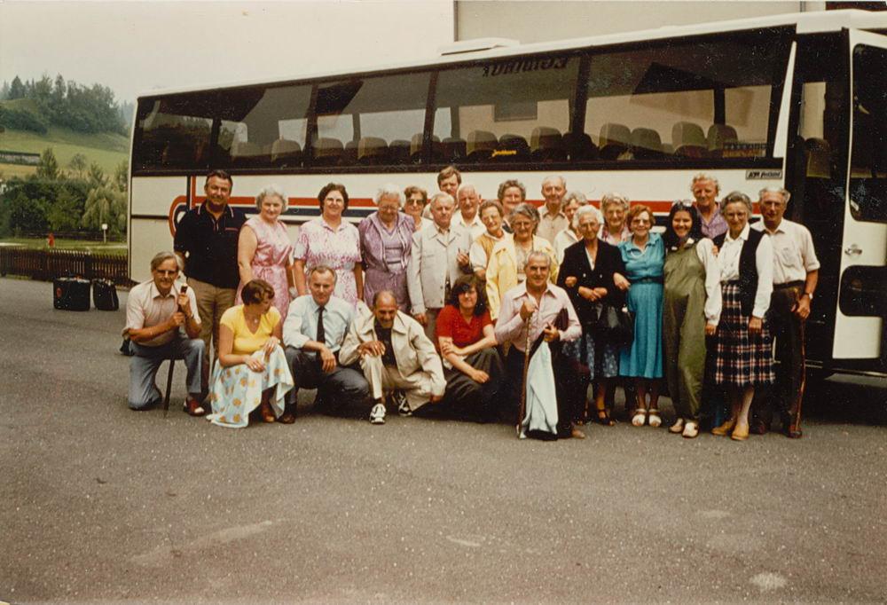 <b>ZOEKPLAATJE:</b>Nieuw-Vennep Onbekend Reisgezelschap 1981 met fam Schreuders-Feeleus