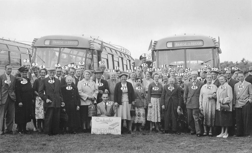 <b>ZOEKPLAATJE:</b>Nieuw-Vennep Personen 1956 op Enkabe Zomerreis met Bus_Index