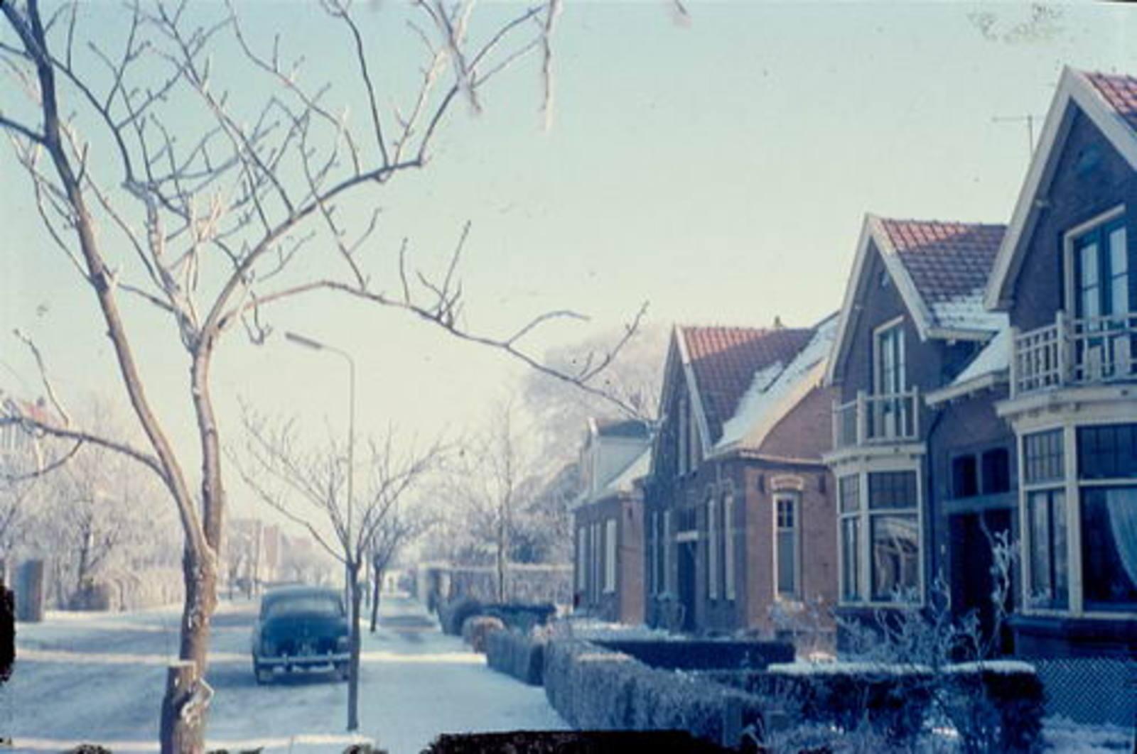 Nieuweweg O 0056- 1962± Huize Kemp ea in de Sneeuw