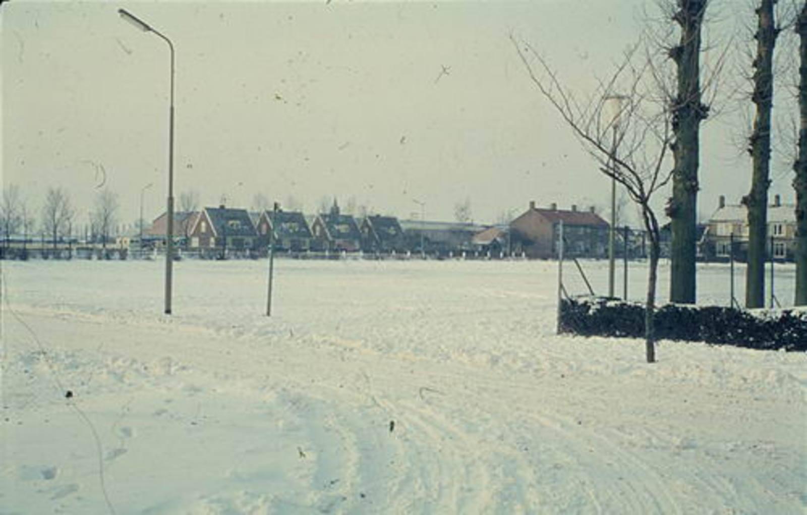 Nieuweweg W 0065± 1962 Parkeerplaats anex IJsbaan 02