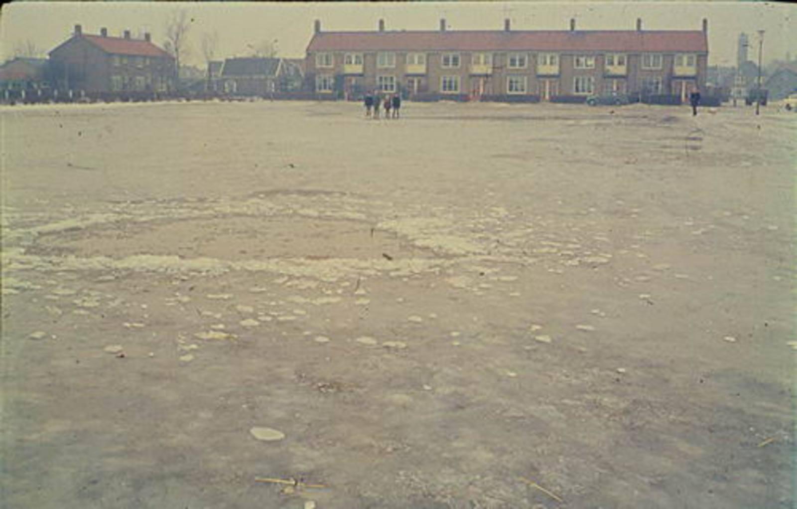 Nieuweweg W 0065± 1962 Parkeerplaats anex IJsbaan 05