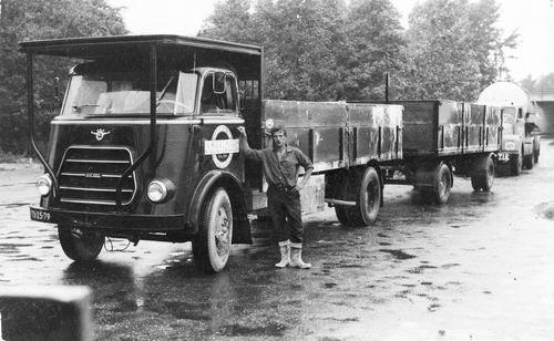 Nijssen Fa Wed G J 19__ Vrachtwagen Transportbedrijf met Joop de Gier