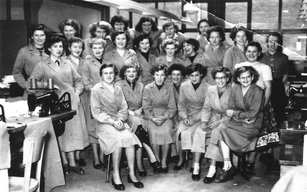 <b>ZOEKPLAATJE:</b>Nijverheidsstraat 1954 Brummelkamp Bedrijfskleding