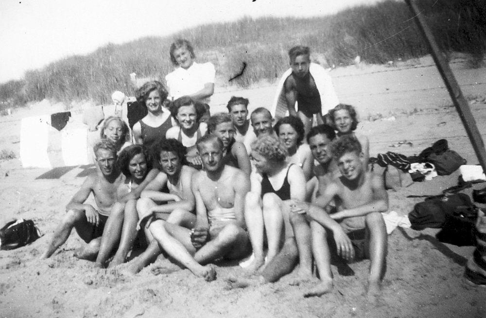 <b>ZOEKPLAATJE:</b>Onbekend Groep Jeugd in Velserend 1947 02