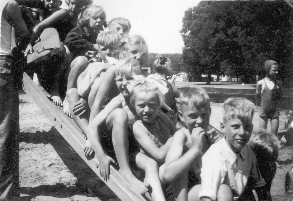 <b>ZOEKPLAATJE:</b>Onbekend Groep Jeugd in Velserend 1947 03