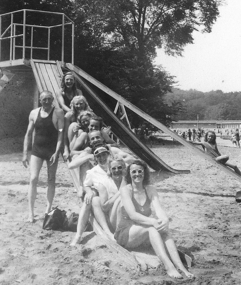 <b>ZOEKPLAATJE:</b>Onbekend Groep Jeugd in Velserend 1947 05