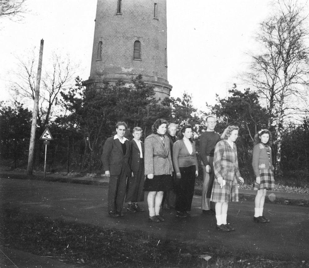 <b>ZOEKPLAATJE:</b>Onbekend groep Jongeren Wandelen in Bussum 1948 02