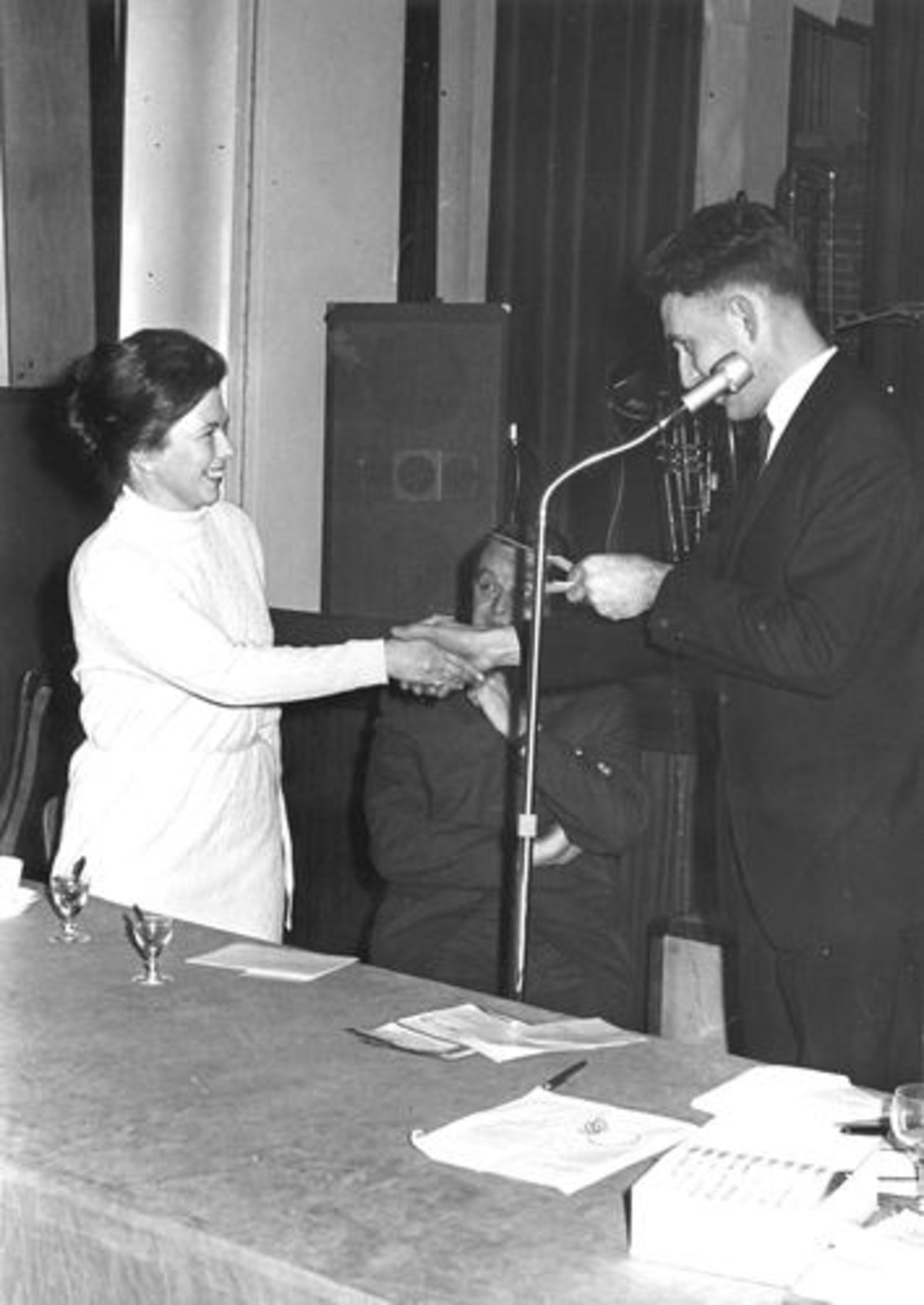 Onbekend Hoofddorp 1969-70± Winkeliersvereniging 31