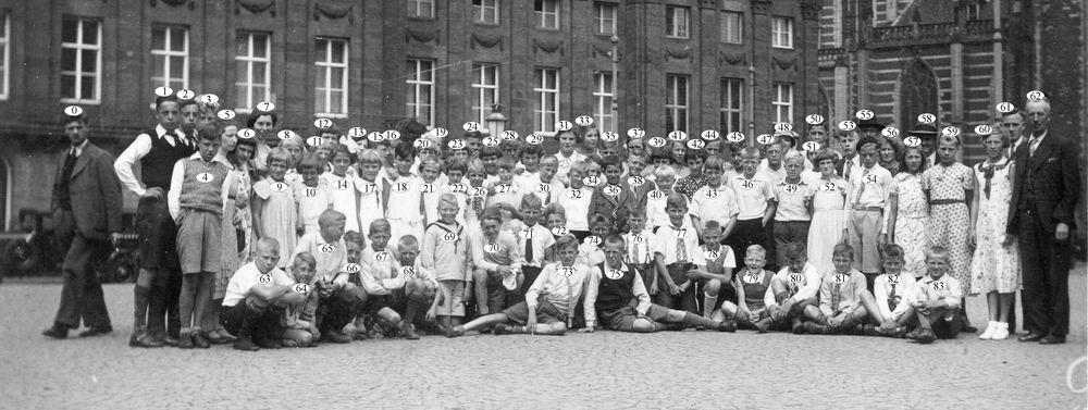 Openbare School 07 1938 op Schoolreisje naar Adam_Index