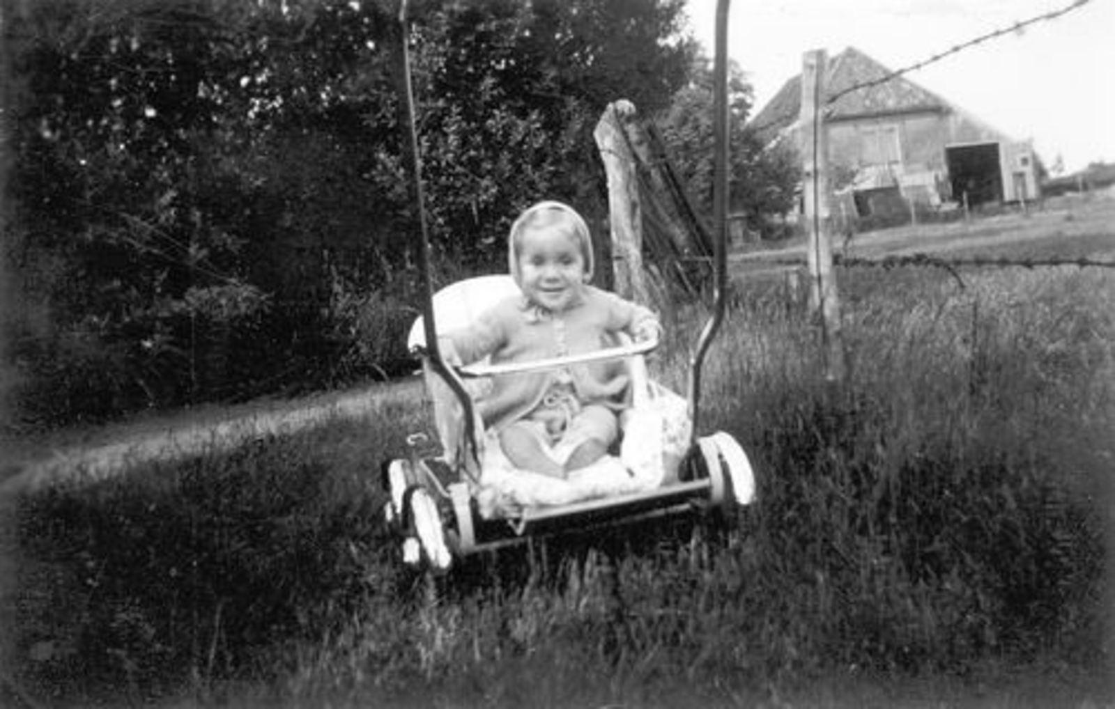 Oude Kruisweg Z 0210 1954± met Ben Pijpers in Wandelwagen 01