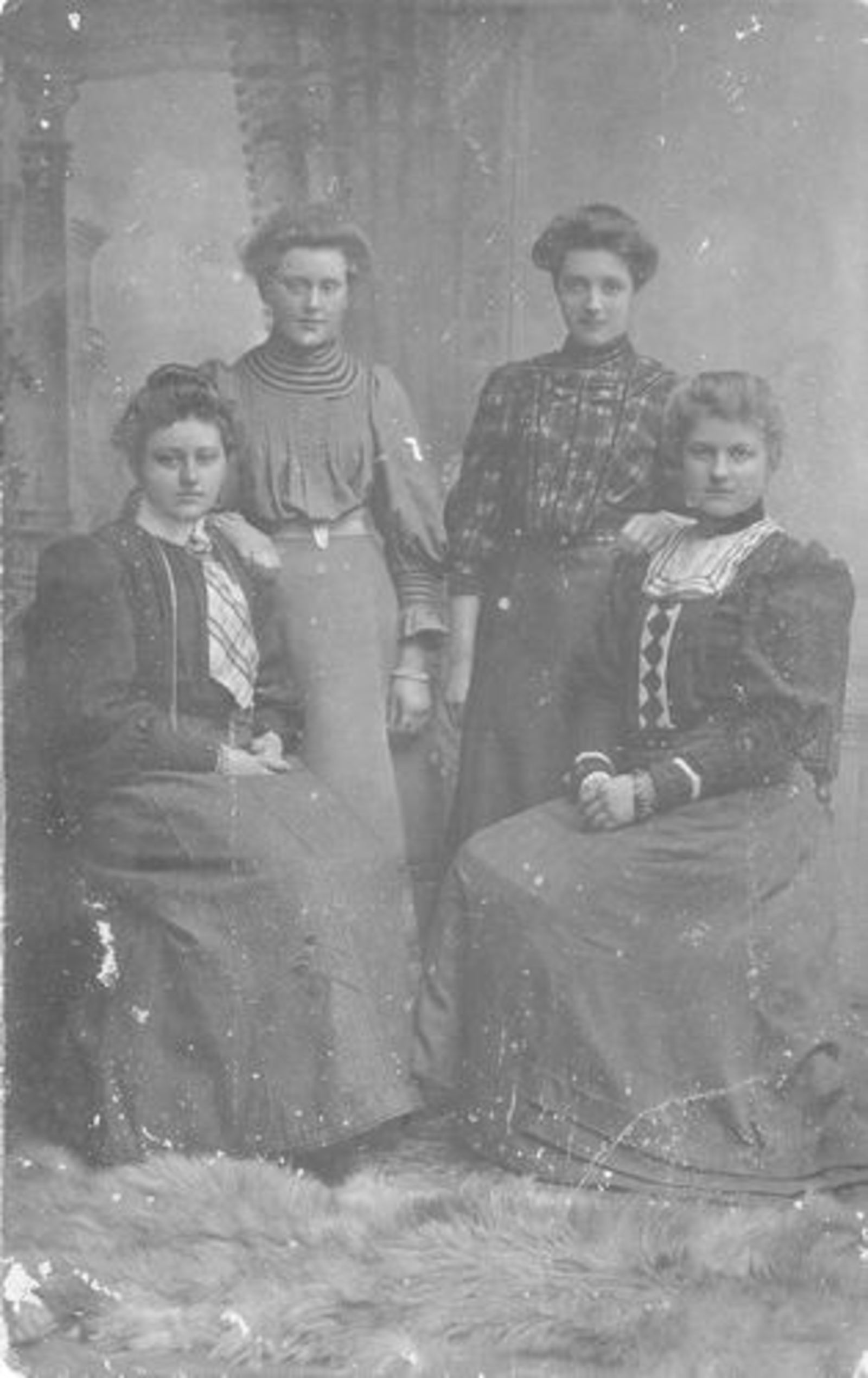 Ouden Dirksje Dirkdr den 1888 19__ met Familie bij Fotograaf