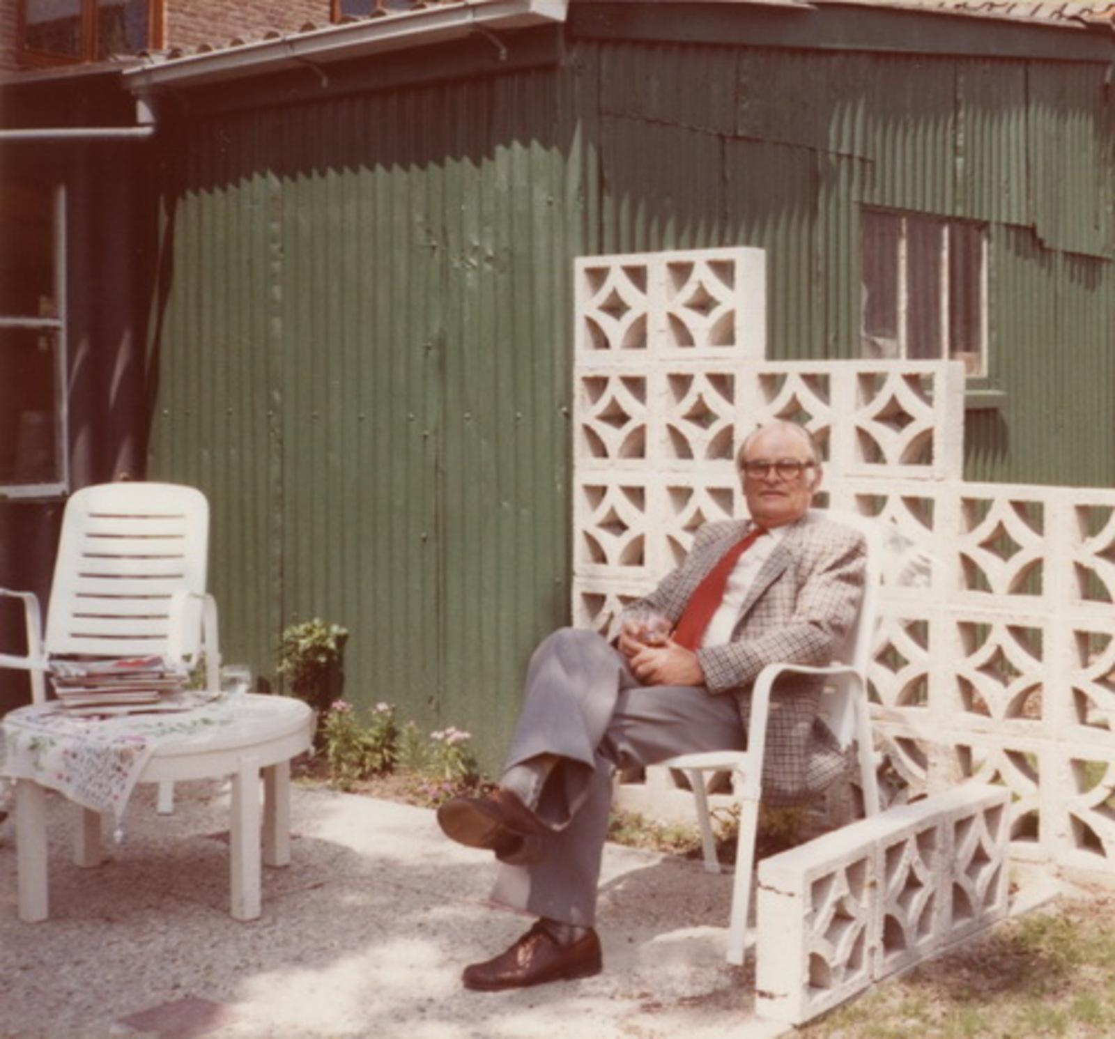 Ouden Jan J 1918 1983 in de Tuin