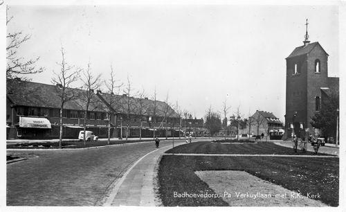 Pa Verkuyllaan 1951 Winkels en RK Kerk