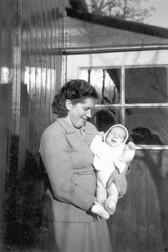 Pijpers Ben 1952 1952 Baby met Moeder Nel Calvelage