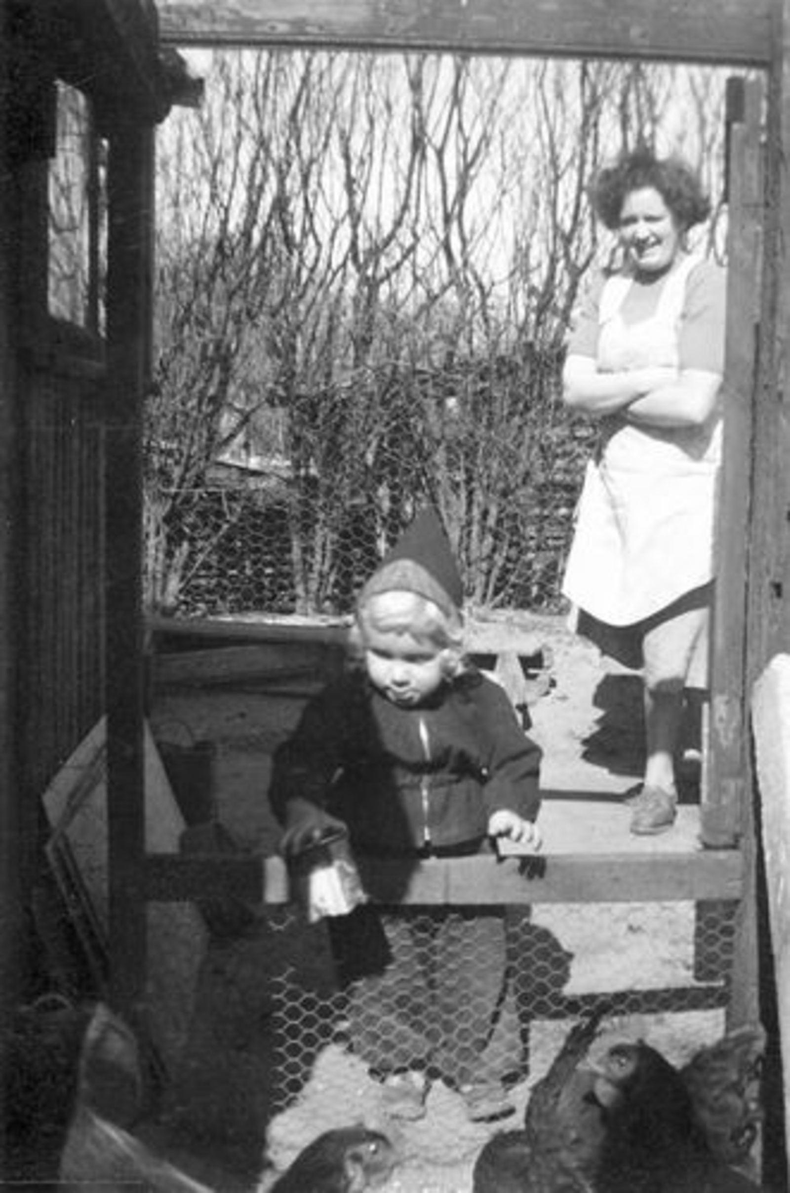 Pijpers Ben 1952 1955± met Moeder Nel Calvelage