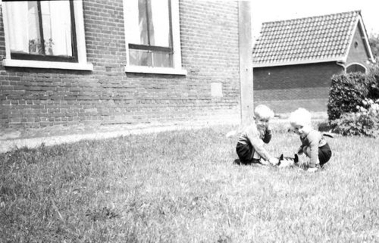 Pijpers Cees 1924 1955± Kinderen Ben en Rob bij Hoofdweg 705