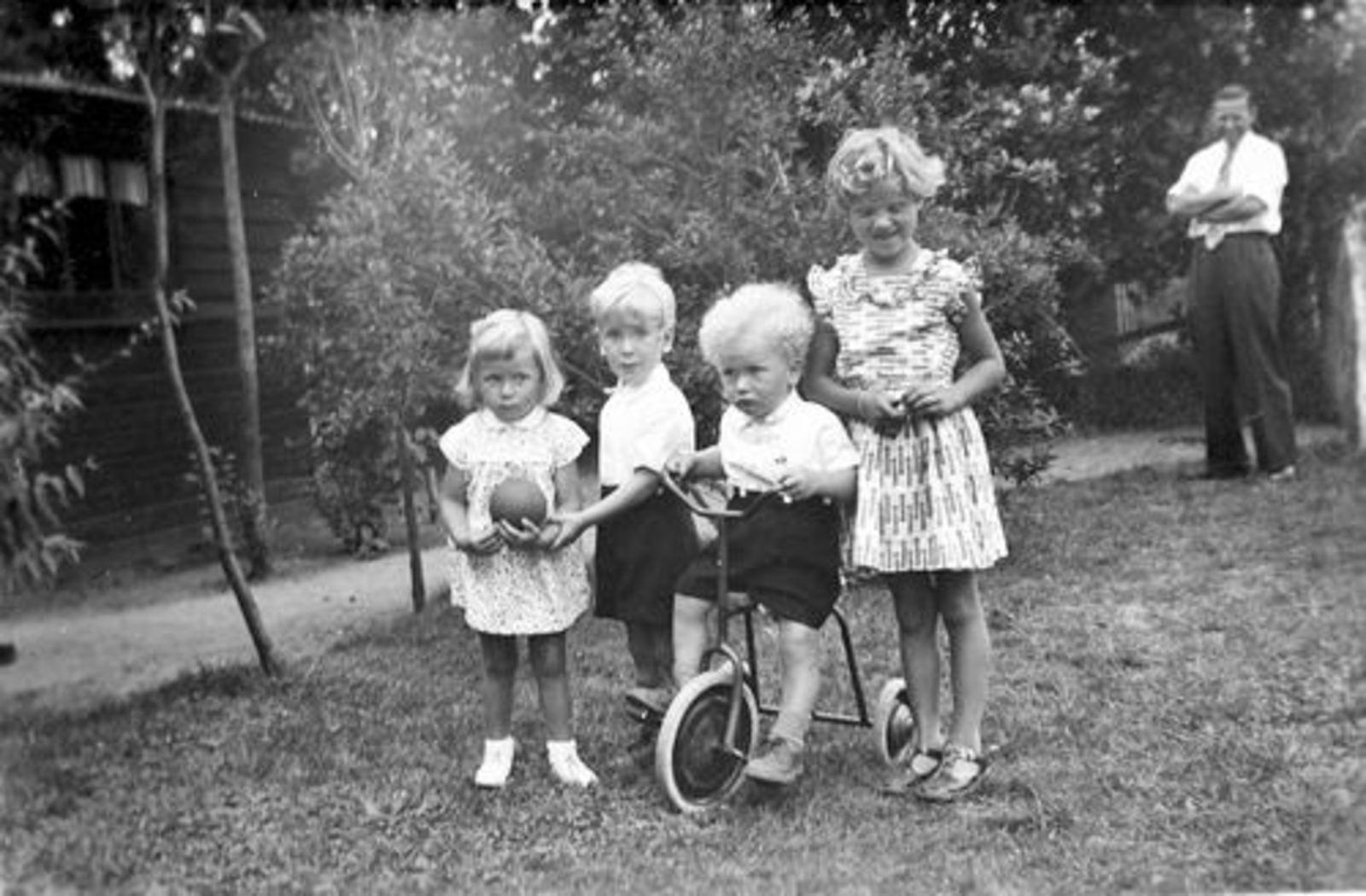 Pijpers Cees 1924 1955± Kinderen Ben en Rob met Onbekend