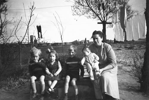 Pijpers Cees 1924 1957 Vrouw Nel Calvelage en Kinderen 01