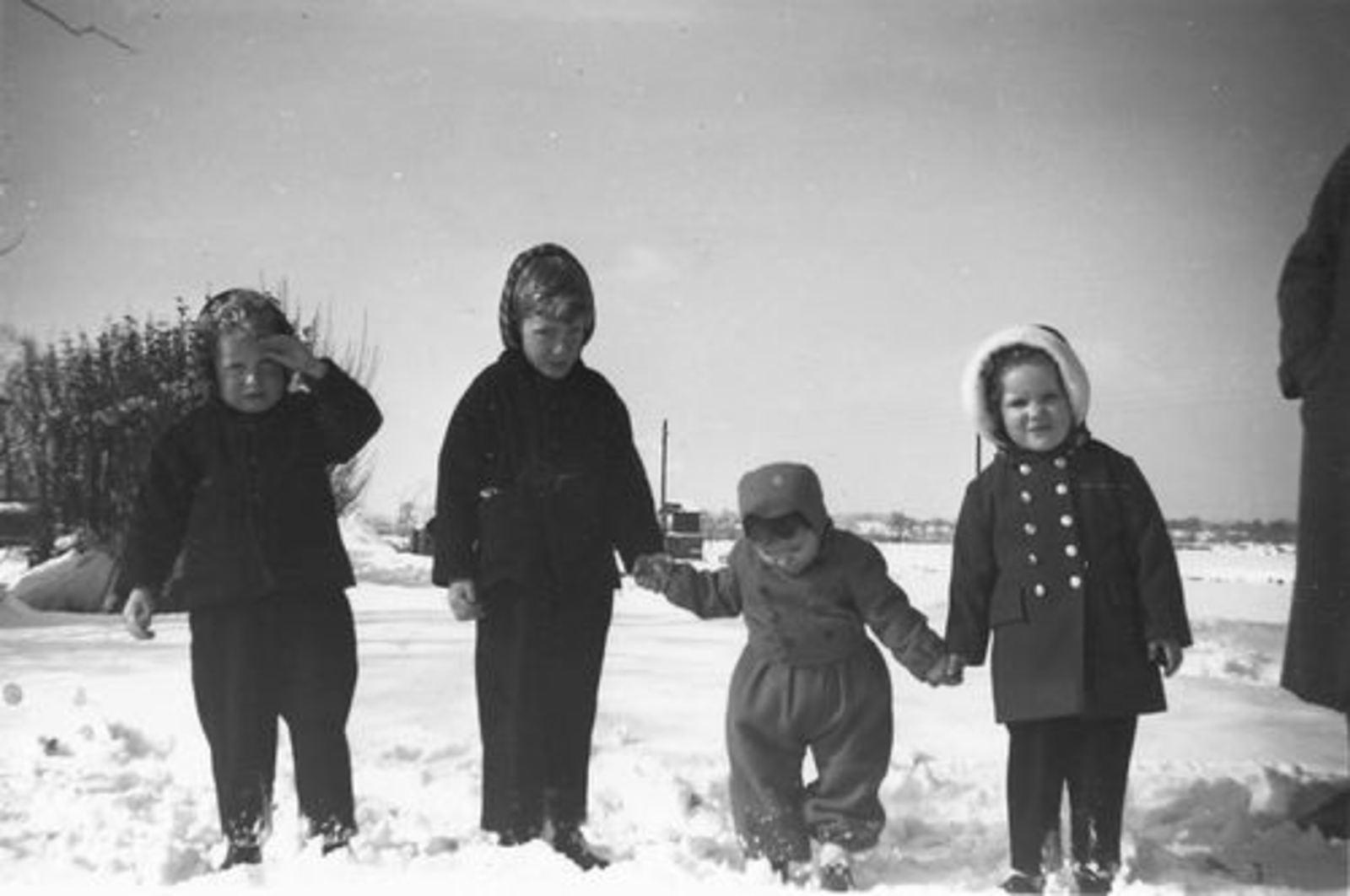 Pijpers Cees 1924 1958± Kinderen in de Sneeuw