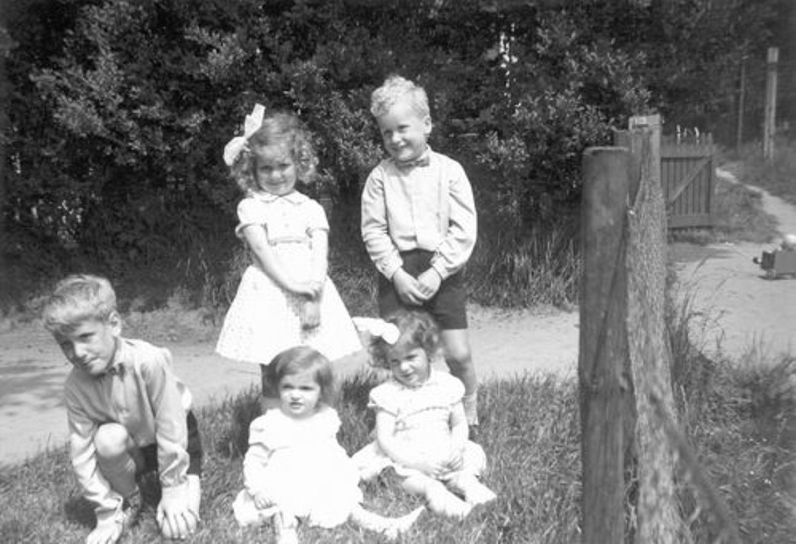 Pijpers Cees 1924 1959± Kinderen bij Hek 0