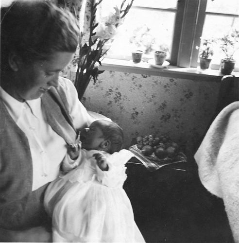 Pijpers Cees 1924 19__ Vrouw Nel Calvelage met Baby Cees of Ben