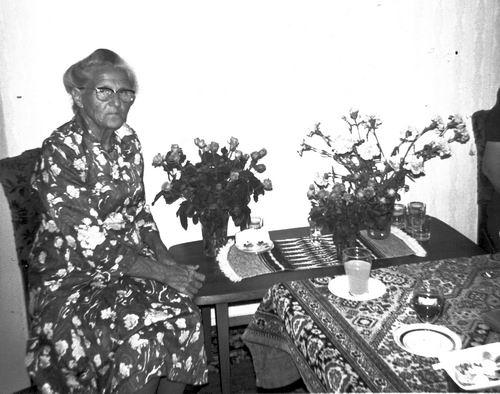 Pijpers-Mesman Trijntje 1896 1982 in Woonkamer
