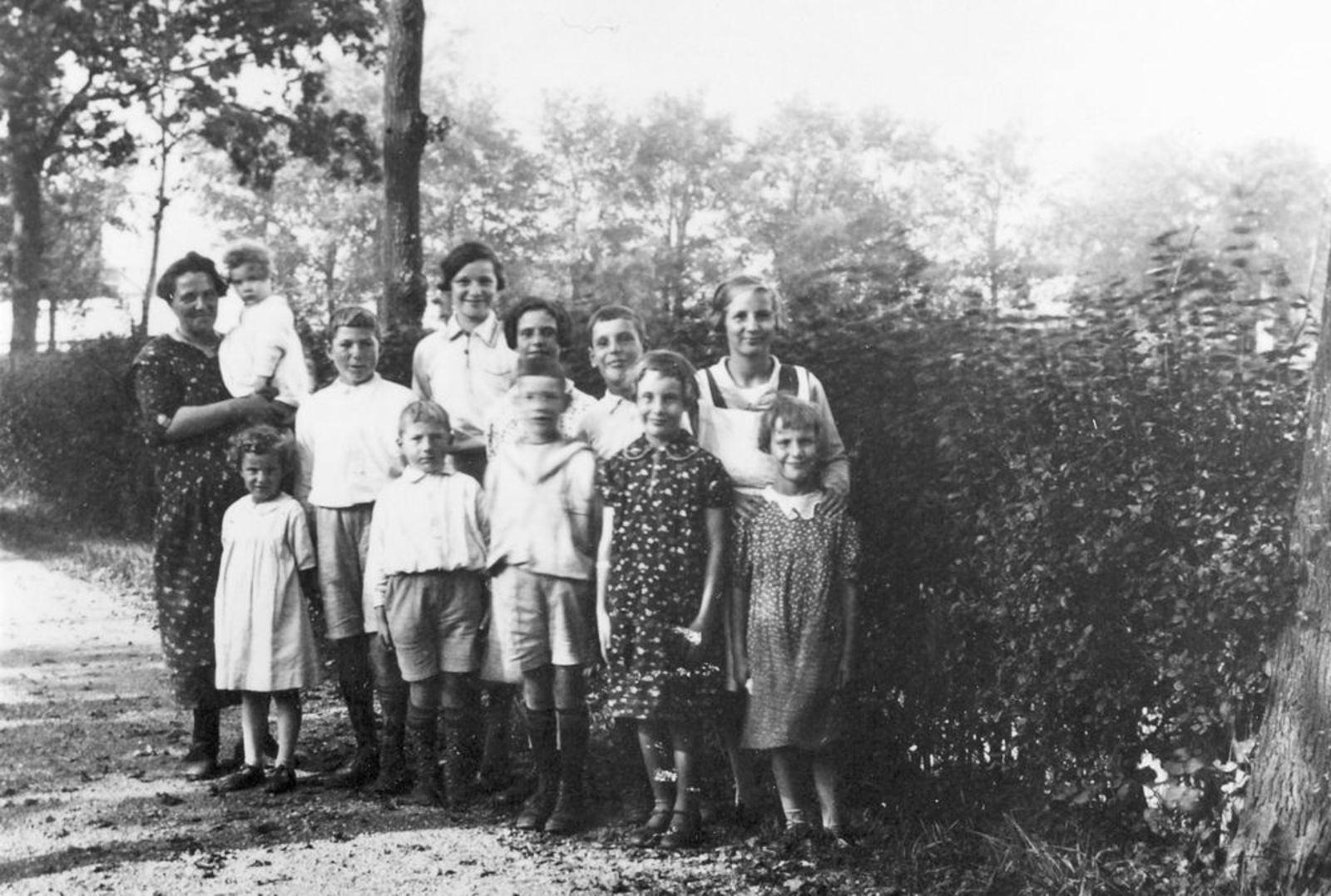 Pijpers-Mesman Trijntje 1896 1936± met Kinderen