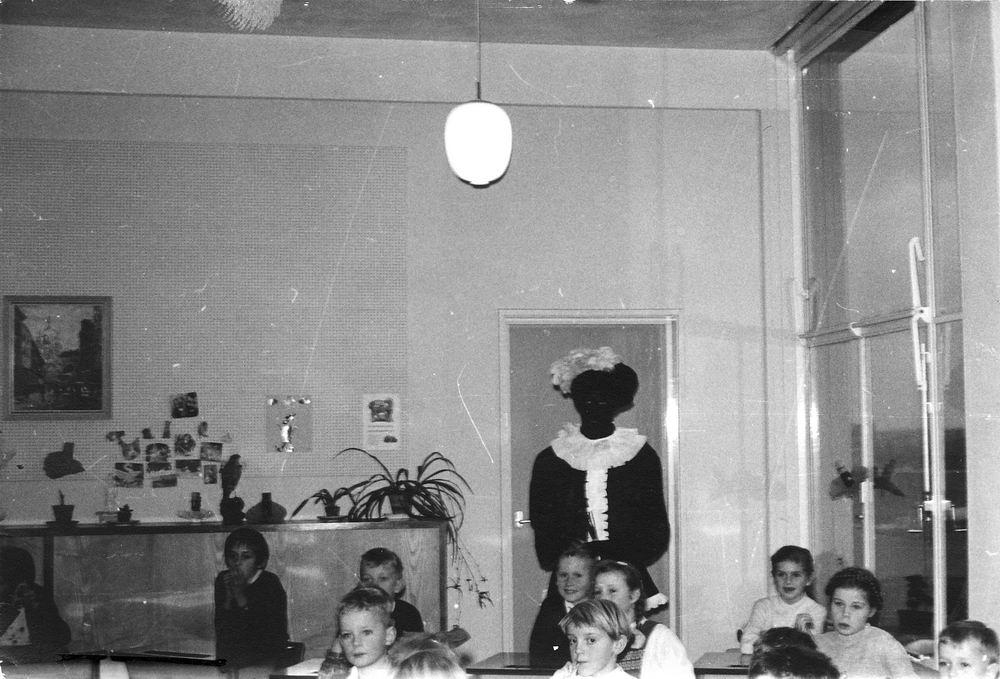Pijpers Rob 1953 196_ Klassefoto Amstelveen met Zwarte Piet