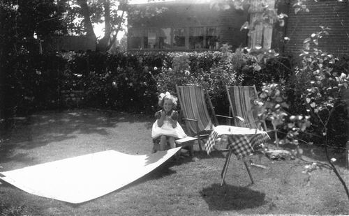 Pijpers Veronica 1955 19__ in de Tuin