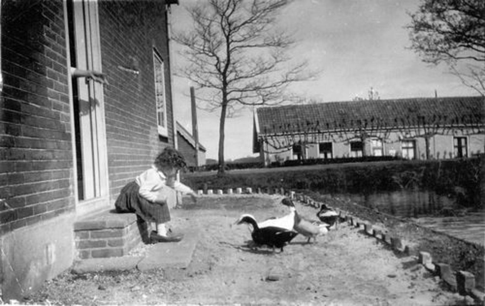 Pijpers Veronica 1957± 19__ op Stoepje Oosteinderweg 408