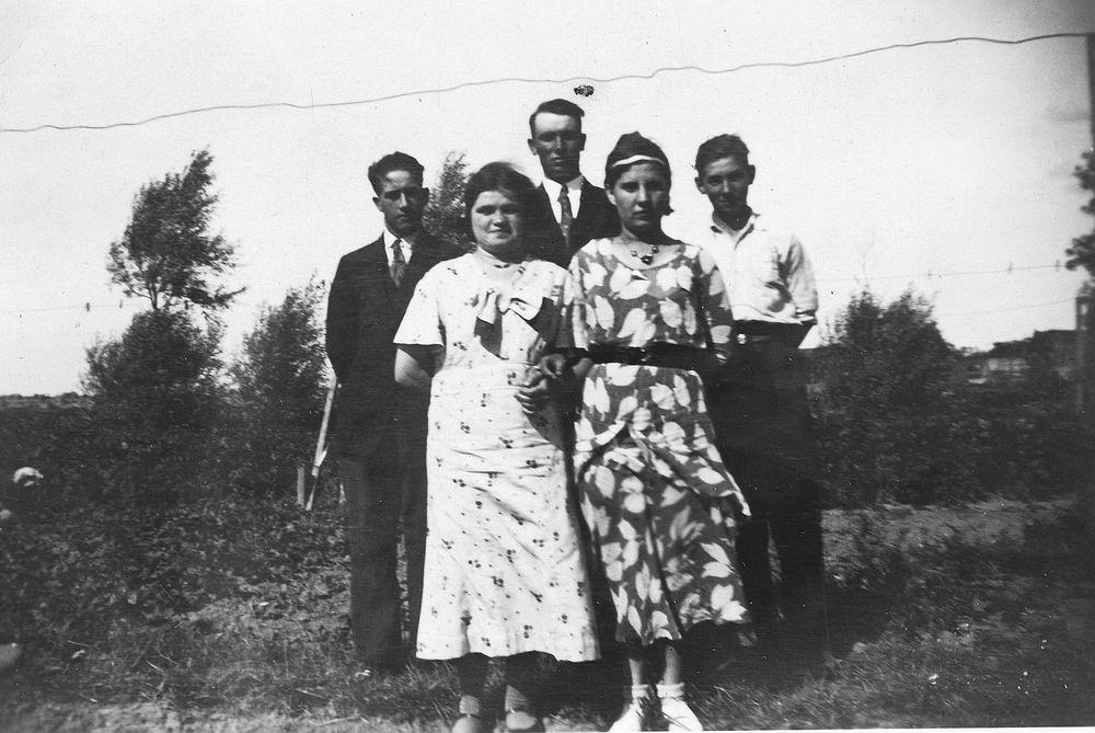 Pol - Slinger Lena vd 1914 19__ met broer Johan en Onbekend 01