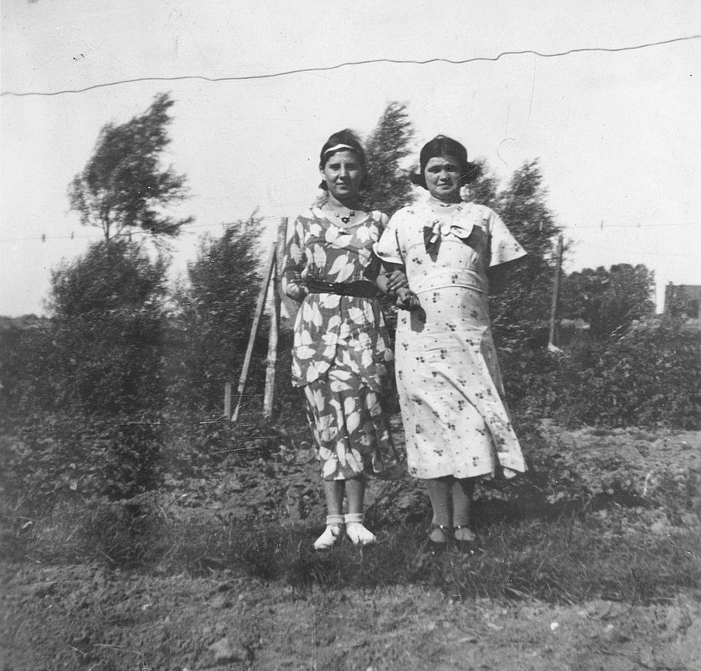 Pol - Slinger Lena vd 1914 19__ met broer Johan en Onbekend 04