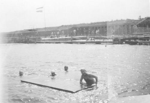 <b>ZOEKPLAATJE:</b>&nbsp;poll vd Onbekend 1956 in het Zwembad 01