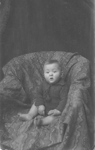 Kamp Willem 19__ Baby Frans bij Fotograaf Chr Andersen