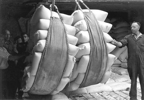 Poortvliet Daan 1916 19__ Balen Lossen in Haven
