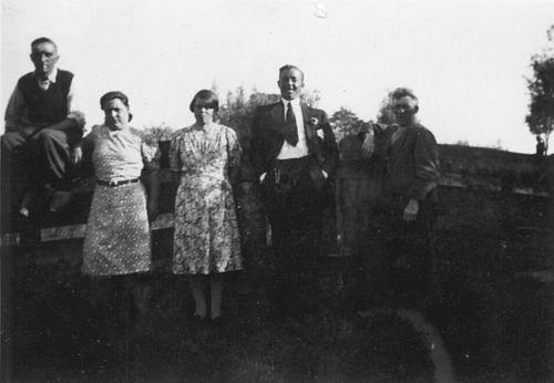 Poortvliet Daan 1916 19__ Buiten met Onbekend 02