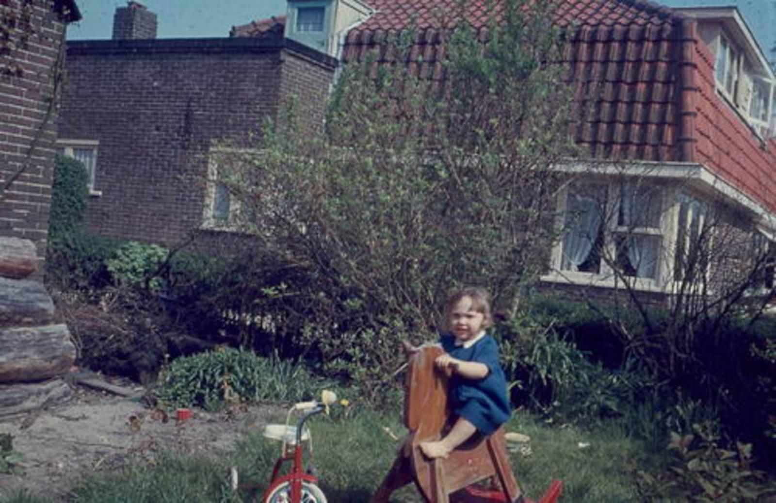 Prins Hendriklaan 0002 1964± met Karin Mannessen op Erf 01
