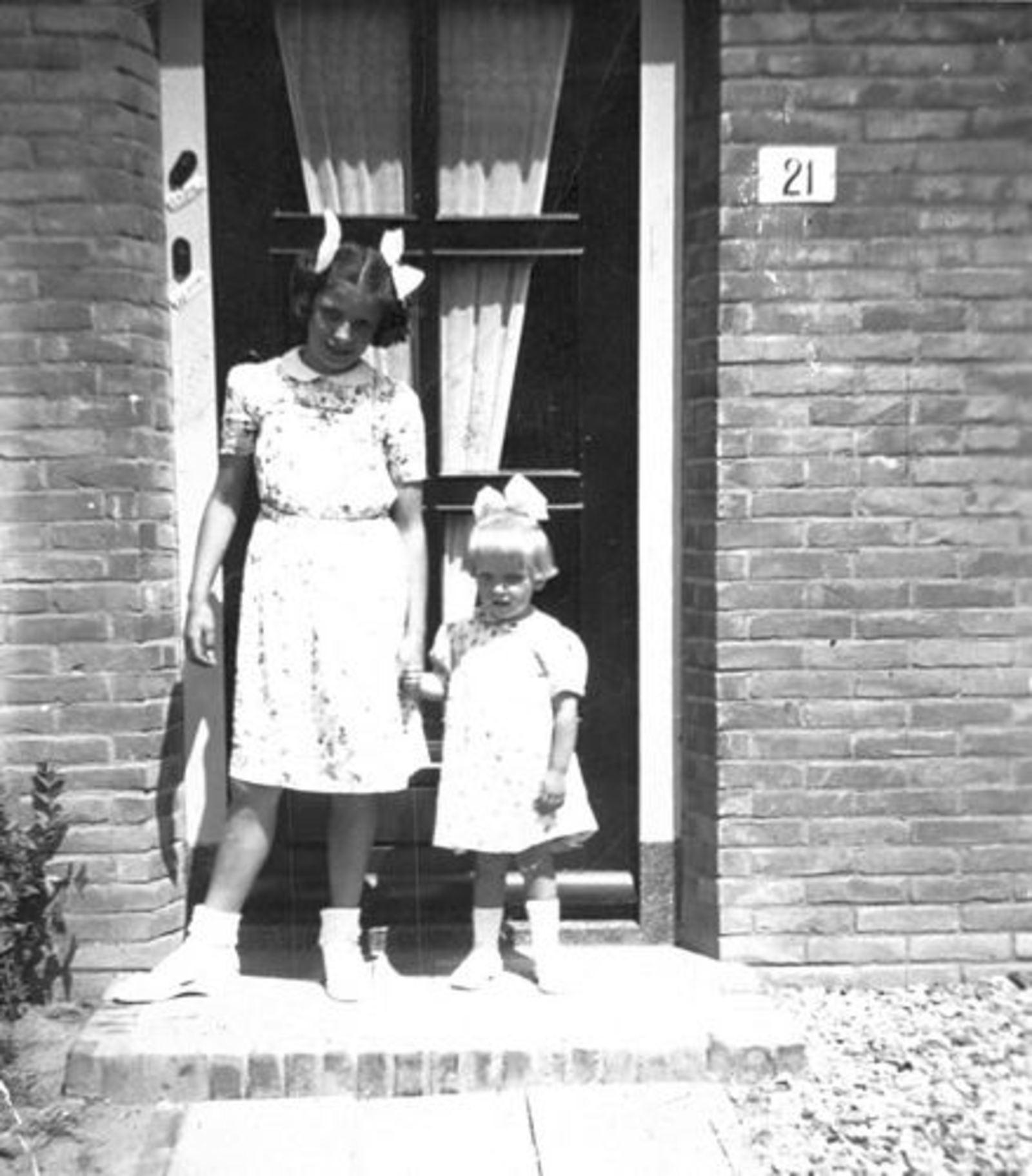Prinses Irenestraat 0021 1950+ met Riet en Plonie de Jong Cdrs